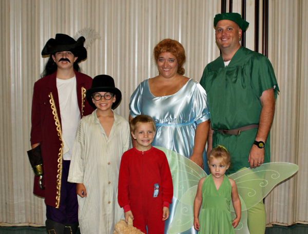 Peter Pan Family Halloween Costume (2010)