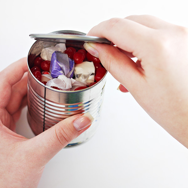 How to Make Pop-Top Party Favors from cans