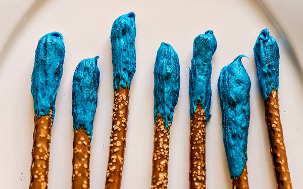 Fairy Godmother Pretzel Wands with Edible Fairy Dust by In The Know Mom