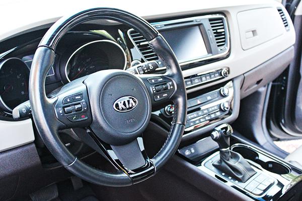 2015 Kia Sedona SX-L - streering wheel