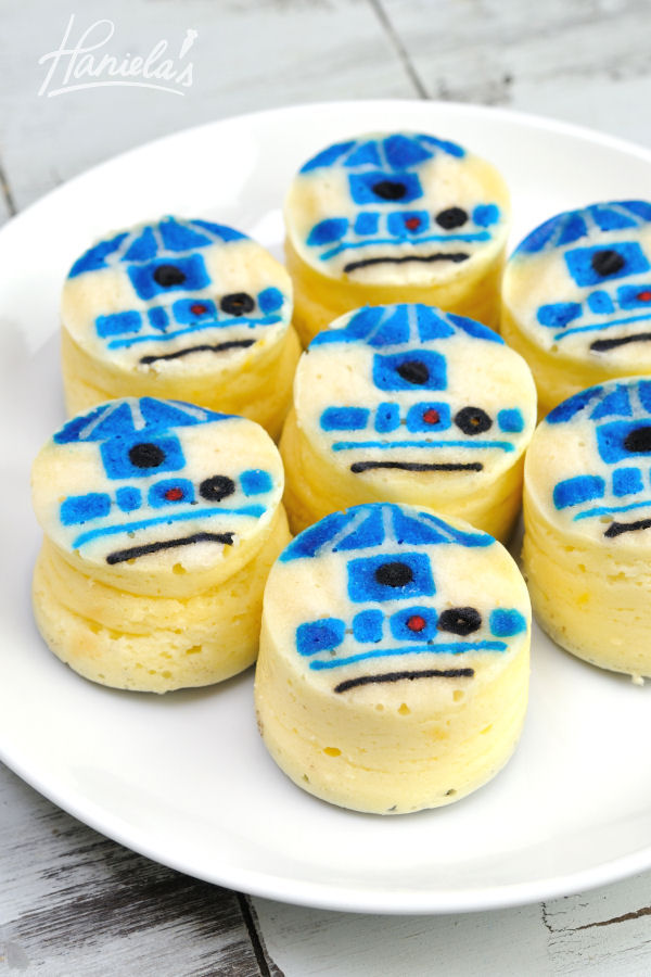 R2 D2 STAR WARS MINI CHEESECAKES by Hanielas
